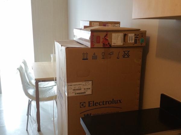 新品の家具