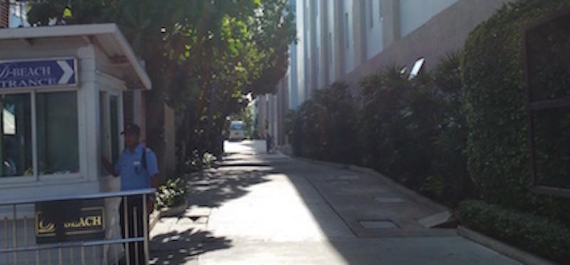 パタヤディスカバリービーチホテルのゲート