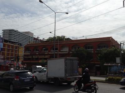 ターミナル前のレストラン