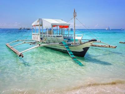 フィリピンの海とバンカーボート