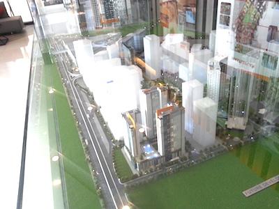 フィリピンのメトロマニラ、ケソンシティのアヤラプロジェクト「ヴァーティスノース」の縮小モデル