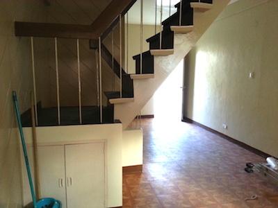 タウンハウスの階段