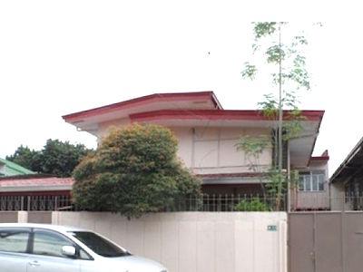 フィリピンのメトロマニラ、クバオの元アクセンチュアのオーナーが所有するアパートの外観