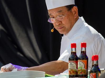 日本人シェフが料理をする
