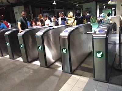 フィリピン、メトロマニラのMRT自動改札