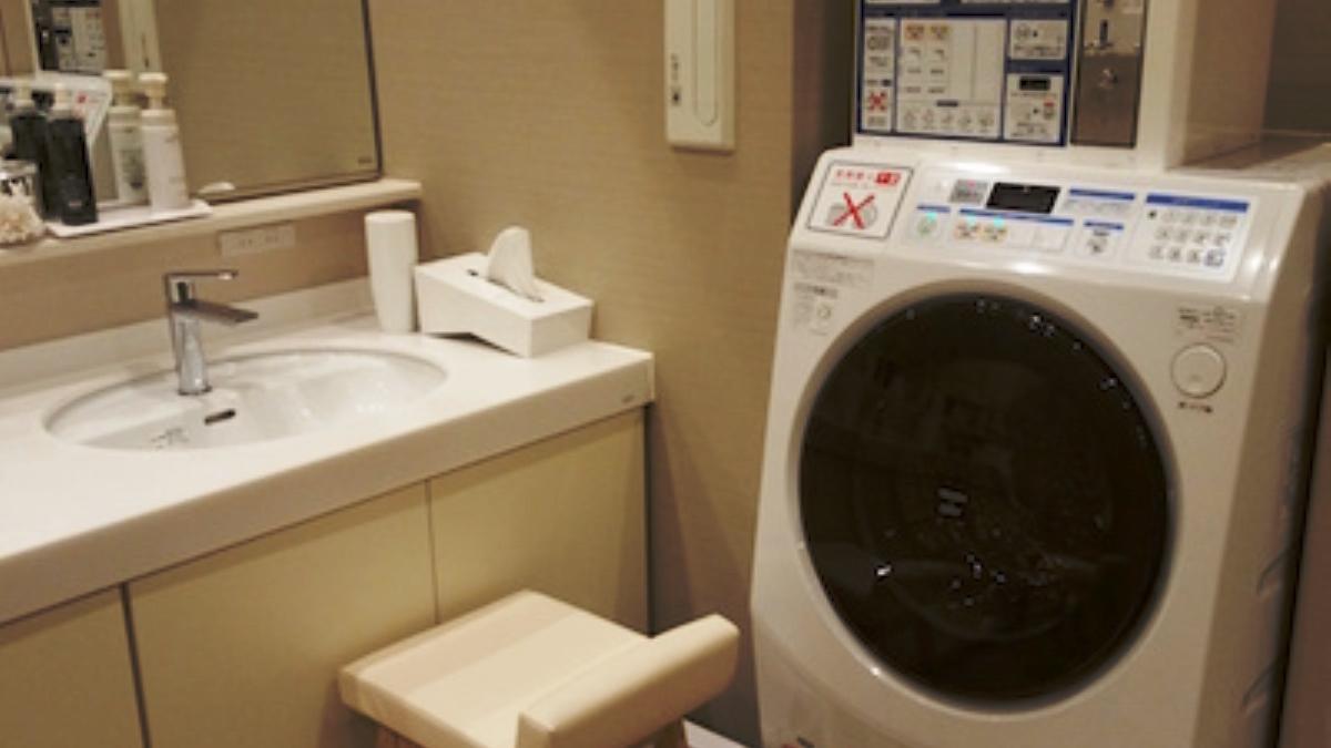 洗面所のドラム式洗濯機