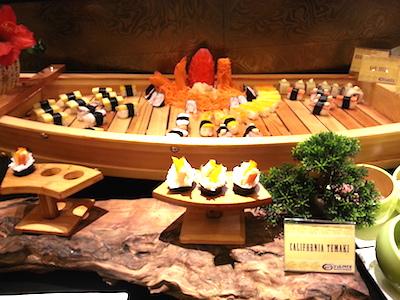 船に盛られたお寿司