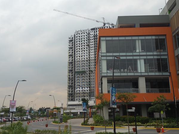 建設中のAvida Towers Cloverleaf