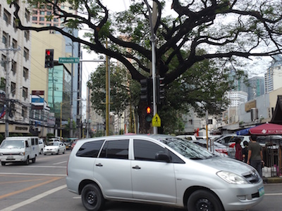リトル東京前の交差点