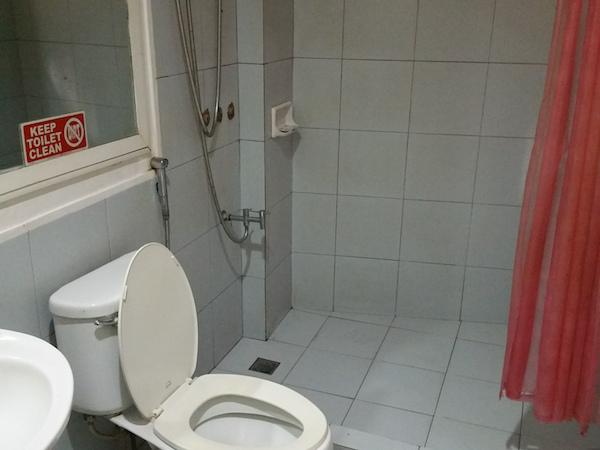 トイレ付きシャワーの内部