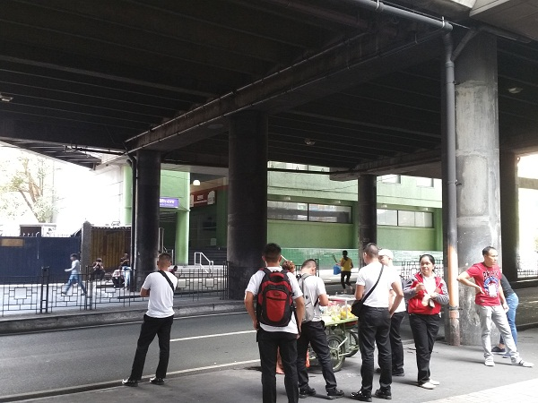 ギルモア駅前