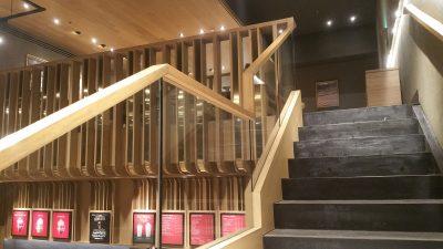 オカダマニラのスタバの2階へ行く階段