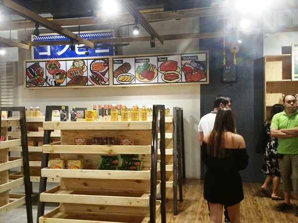ジャパンフードストリートの店内