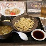 昭和の哀愁漂うマカティの三ツ矢堂製麺。誰もがみたことあるものも店内にあるよ。