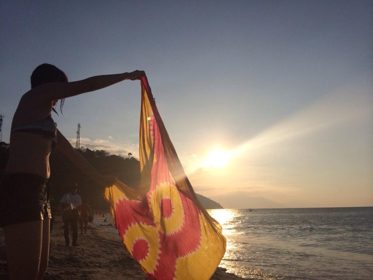 フィリピンの海の女性