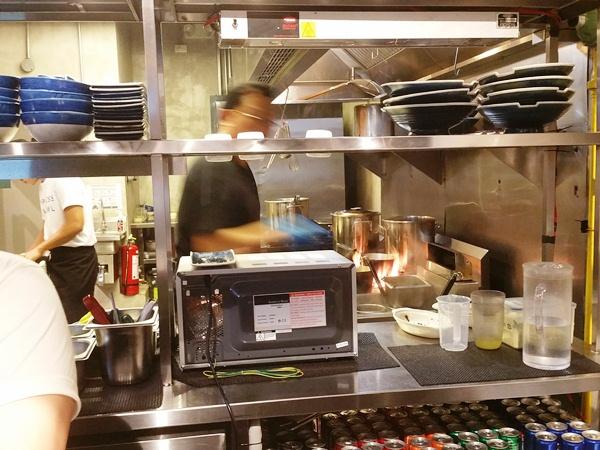 花丸軒の厨房