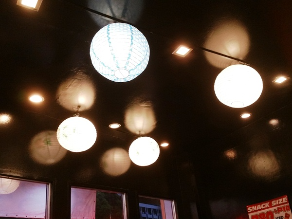 店内の照明