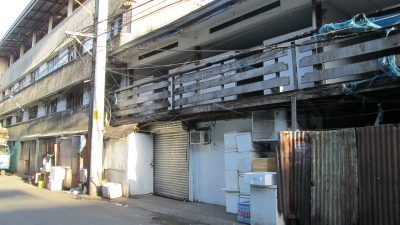 カルティマールの日本人魚屋入り口