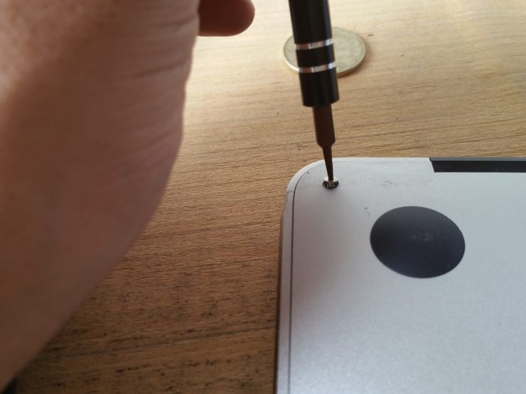 Macbook Airの分解