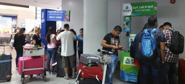 マニラ空港ターミナル3の税関後のSIMカード売場