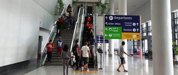 ターミナル3、1階から上層階へのエスカレーター