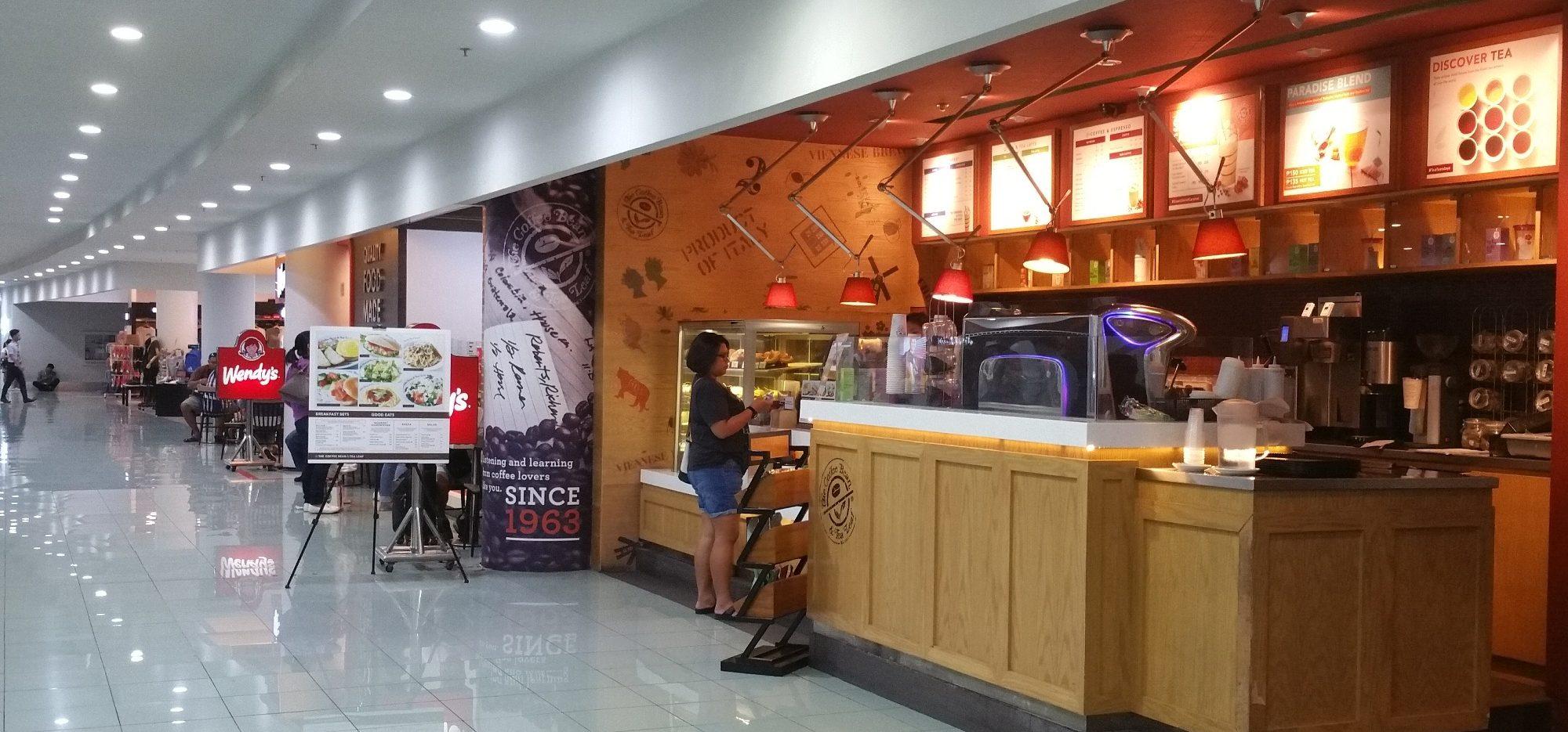 マニラ空港ターミナル3の4階レストランの並び