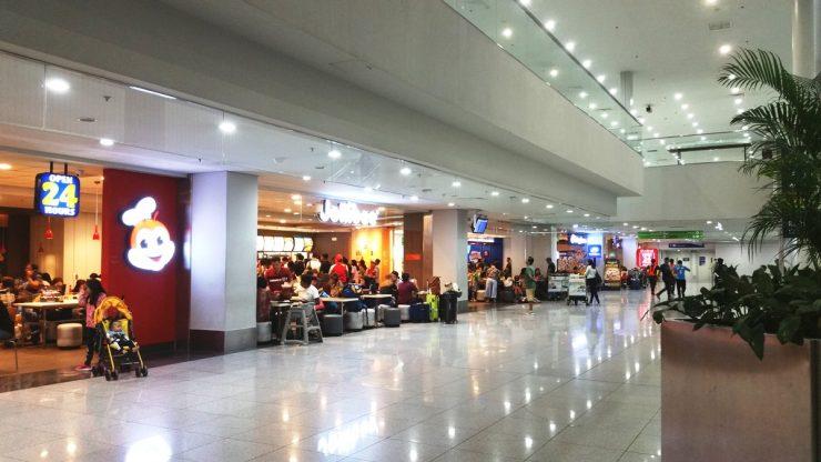 マニラ空港ターミナル3の1階のジョリビー