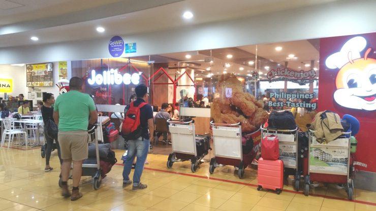マニラ空港ターミナル3の4階のジョリビー