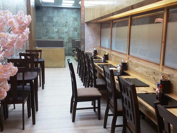 日本食堂のカウンター席