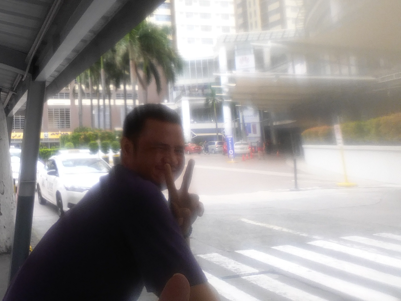 ロビンソン前で声をかけてきたフィリピン人男性