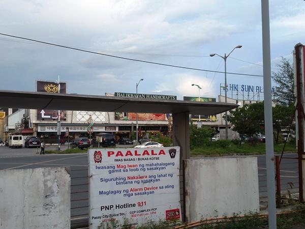 ディオスダド・マカパガル通り沿い