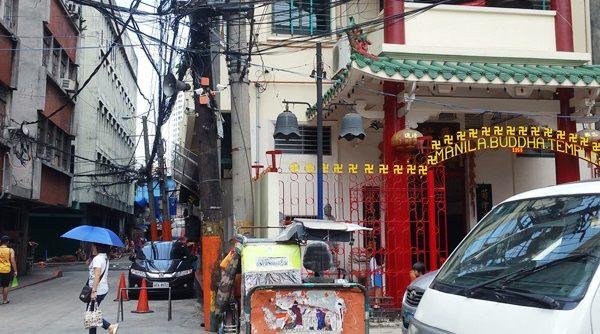 中華風建物横の路地