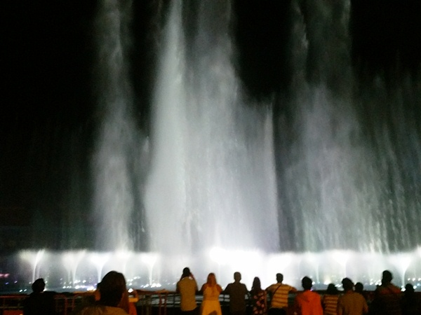 オカダマニラ噴水ショー