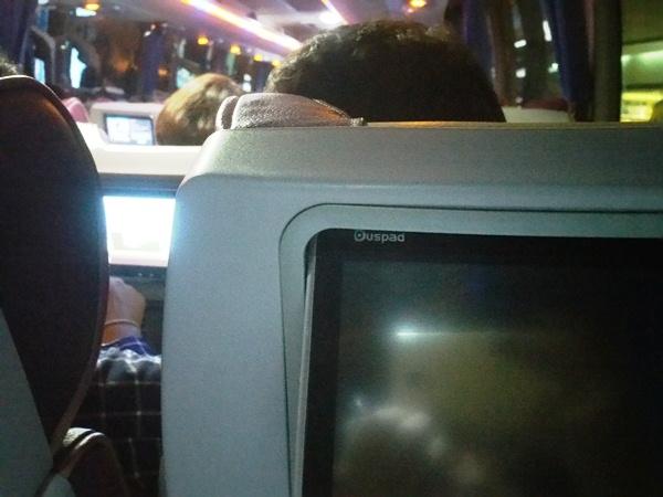 シャトルバス液晶テレビ