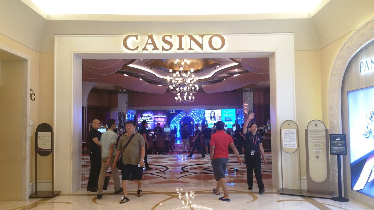 カジノにショートパンツで入る人