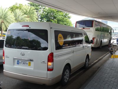 シャトルバンとシャトルバス