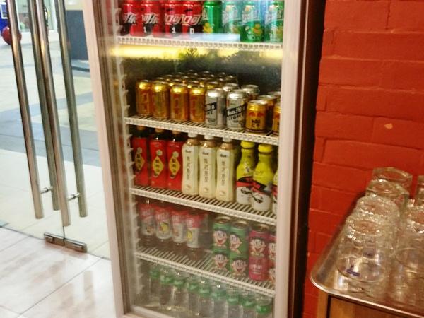 店内の冷蔵庫