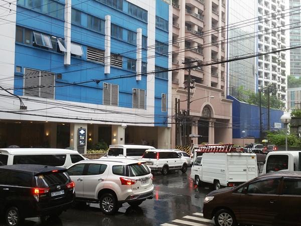 Y'Cafeの前の道路