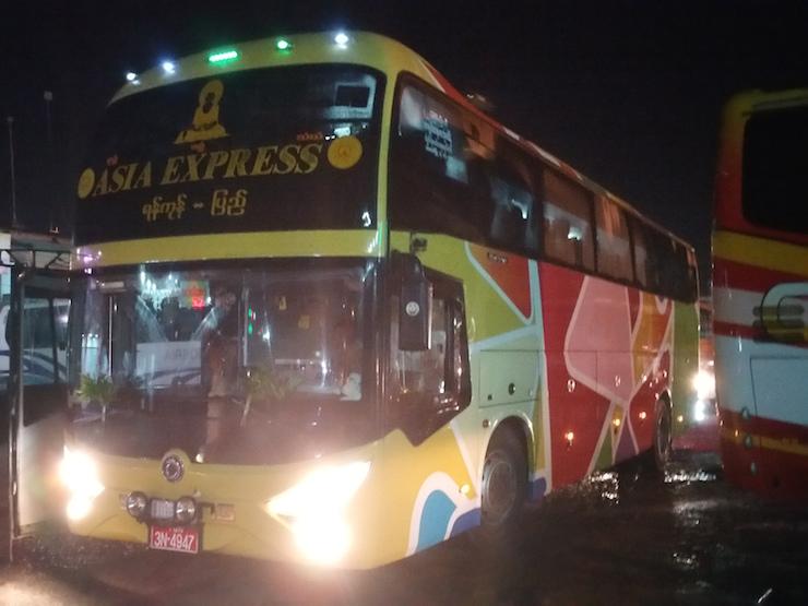 Asiaエクスプレスのバス