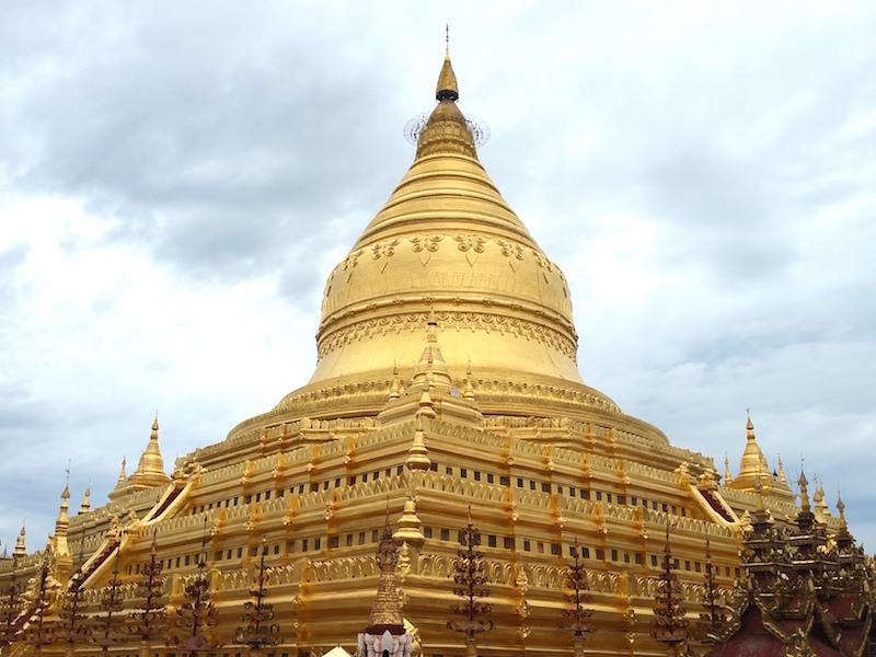 バガン黄金の仏塔