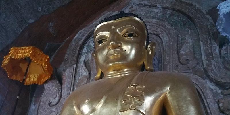 ティローミィンロー寺院黄金像