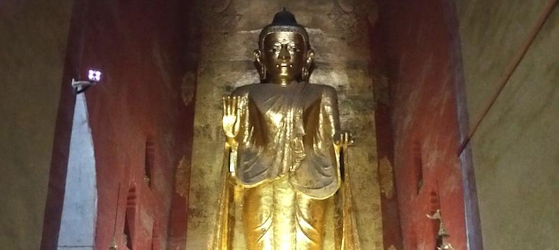 アーナンダ寺院の釈迦牟尼仏