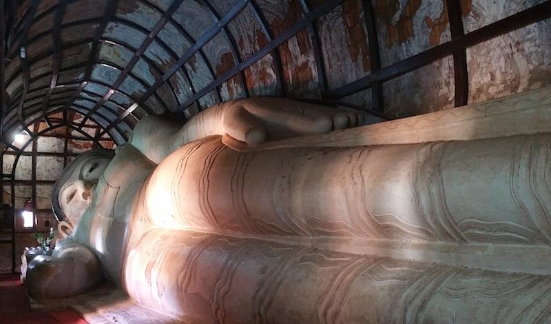 シュエサンドーパヤー涅槃像