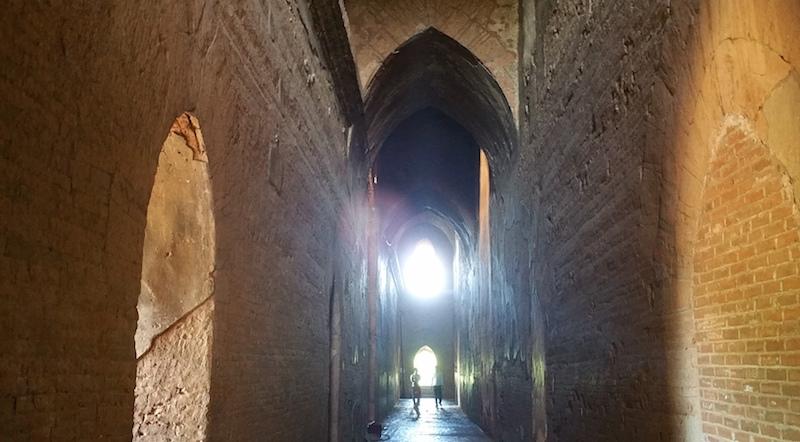 ダマヤンジー寺院回廊