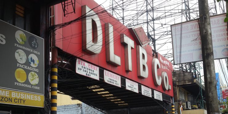 DLTBバスの看板