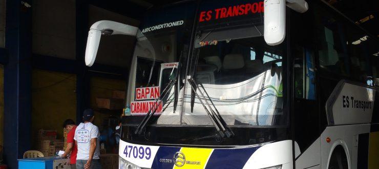 停車中のバス正面