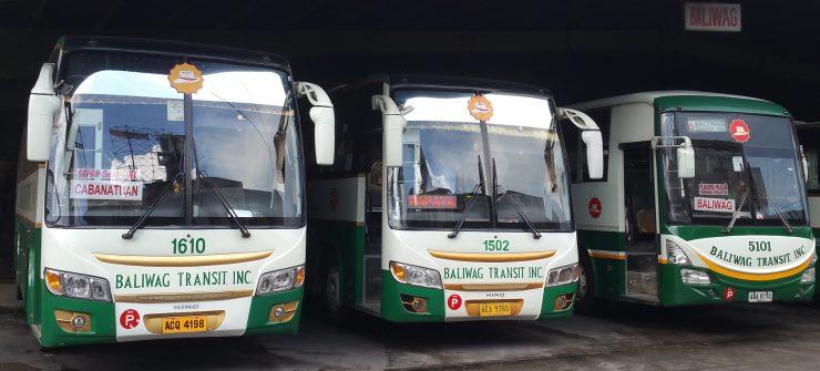 3台並んだ停車バス