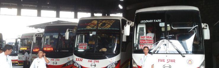 たくさん並んだバス