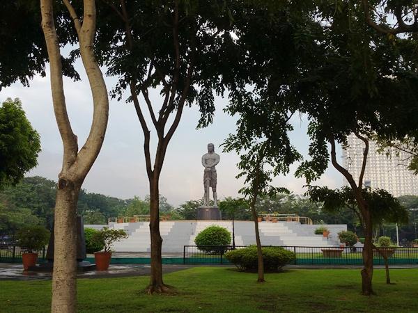 リサール公園の銅像