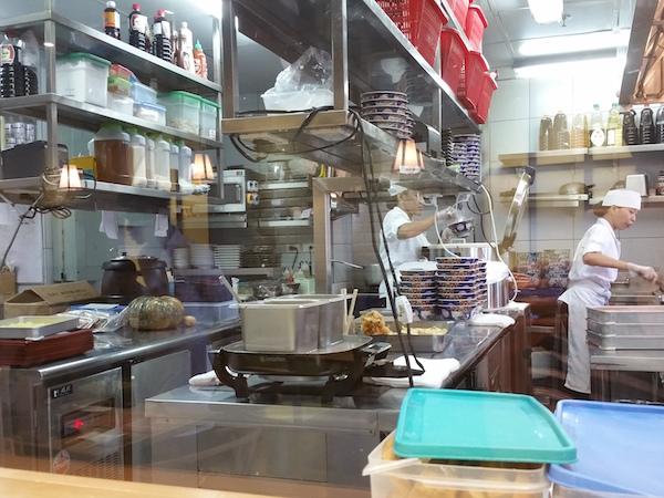 天丼琥珀の厨房